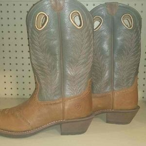 Womens Ariat CowGirl Boots, size 6.5